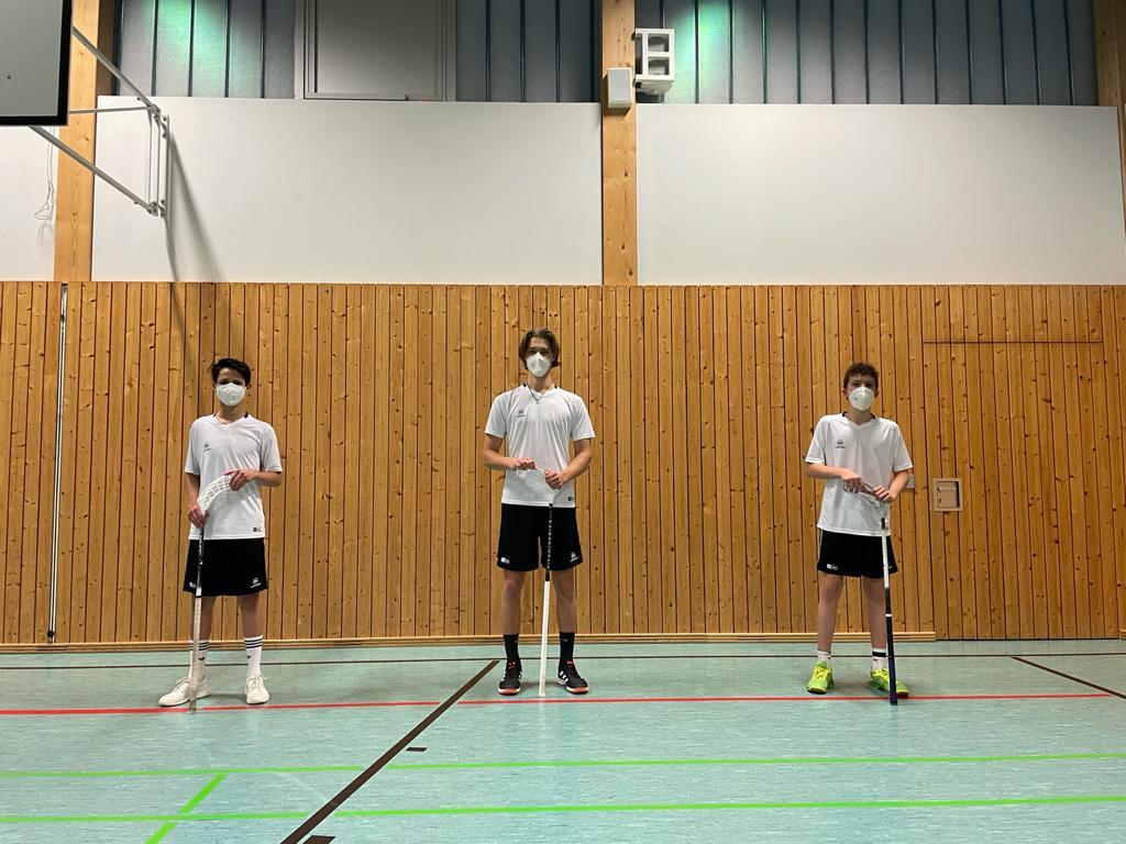 Benedikt Richardon (Mitte) leitet die Einheiten als Spielertrainer. Gemeinsam mit Daniel Wipfler (links) und Jonas Fellner (rechts) bereiter er sich so auf den Lehrgang der Juniorennationalmannschaft vor. (Foto: Benedikt Richardon)